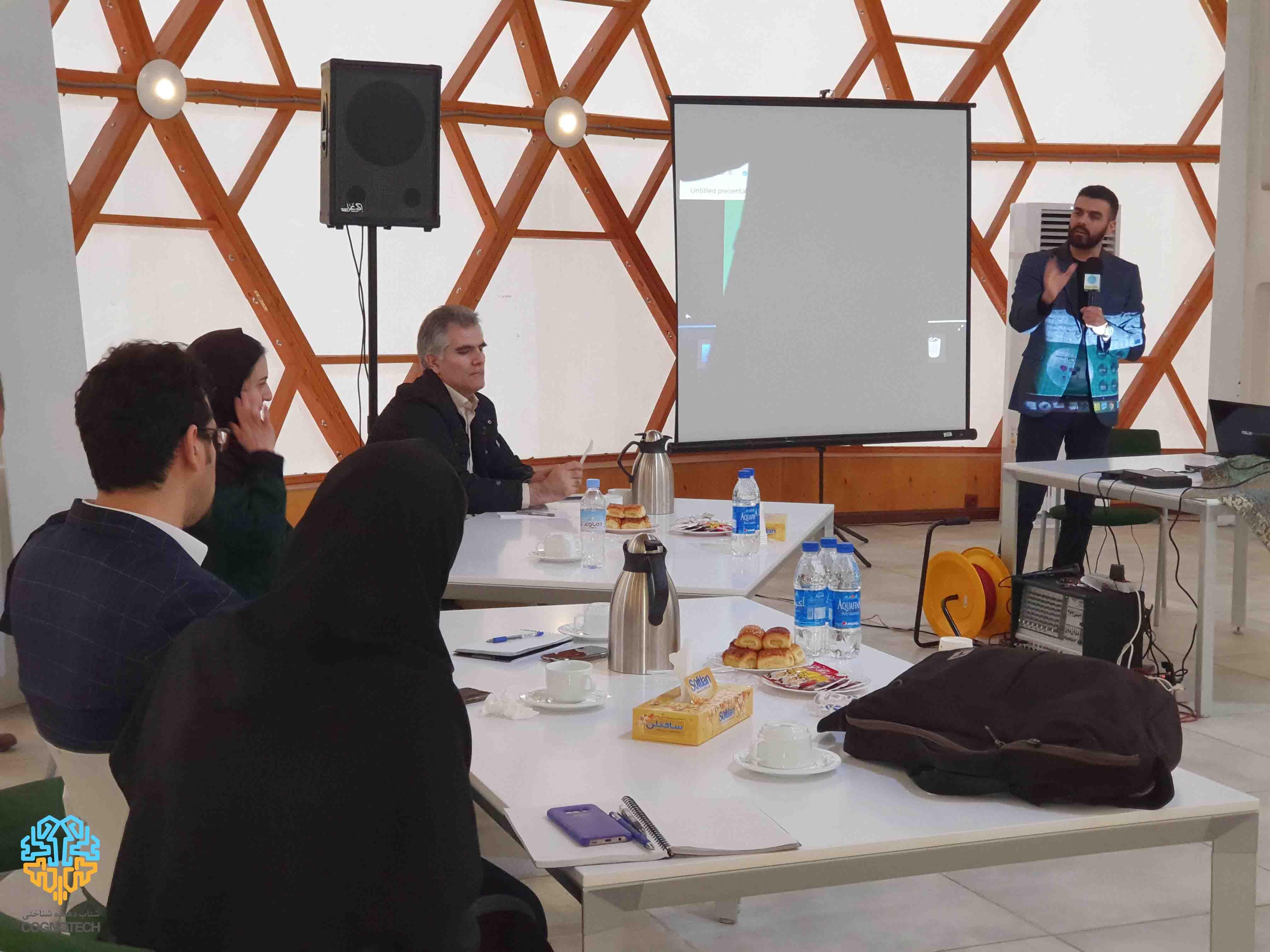 کافه پارک فناوری های همگرا NBIC با محوریت علوم شناختی در پارک علم و فناوری دانشگاه تهران برگزار شد